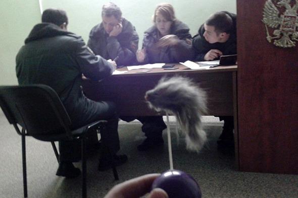 Сообщество руферов Петербурга имитировало полицейский захват. Изображение № 4.
