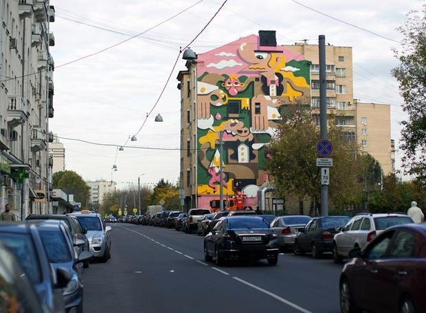 В Астраханском переулке разрисовали дом. Изображение №1.
