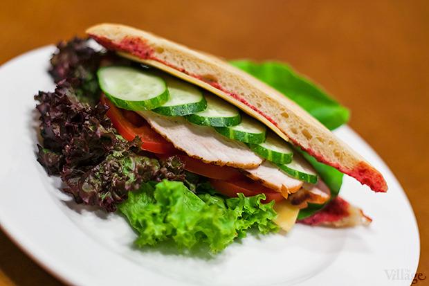 Фирменный сэндвич с индейкой — 48 гривен. Изображение № 8.