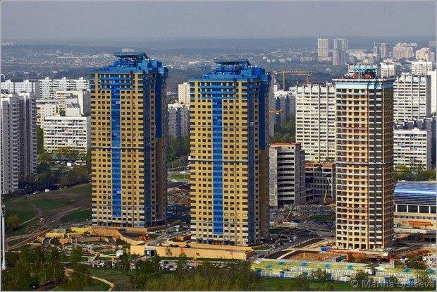Сине-жёлтая Москва: Городские объекты вцветах флага Украины. Изображение № 11.