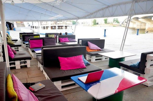 Под Гаванским мостом открыли кафе Playground. Изображение № 2.