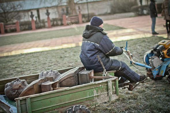 Падение кумиров: В парке «Музеон» демонтировали незаконные памятники. Изображение № 20.