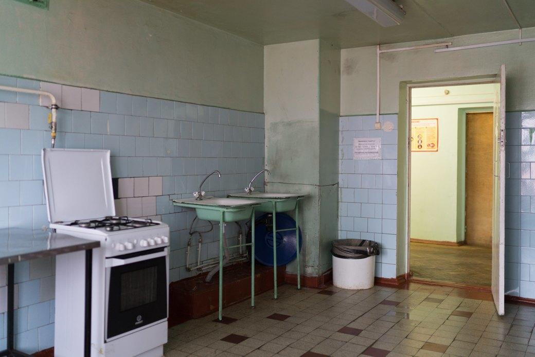«Клопы довольно больно кусаются»: Студенты МГУ — о жизни в старом общежитии. Изображение № 8.