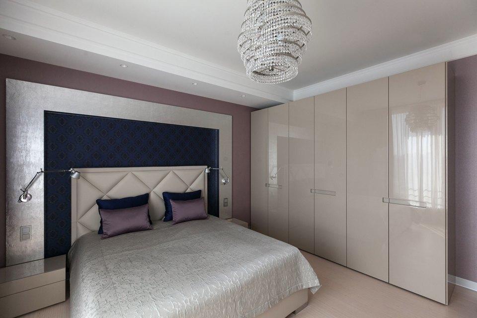 Трёхкомнатная квартира сострогим интерьером. Изображение № 19.