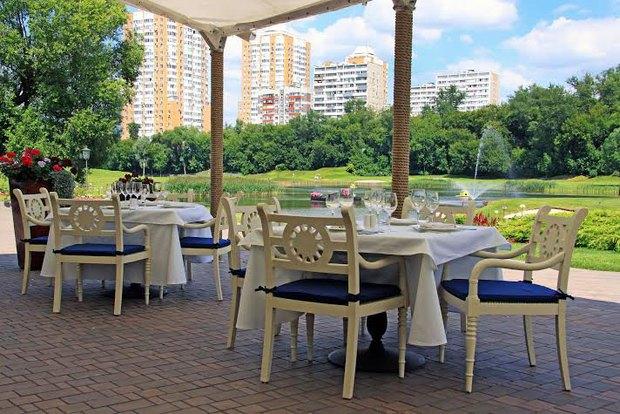 На территории московского гольф-клуба открылся ресторан VillageKitchen. Изображение № 1.