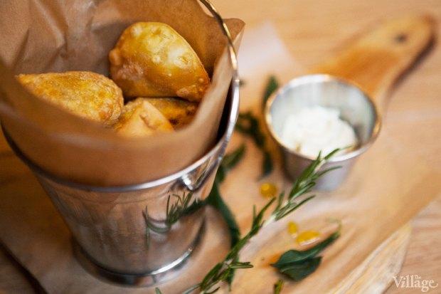 Чебуреки с чесночным соусом и соусом табаско, 6 шт. — 269 рублей. Изображение № 29.