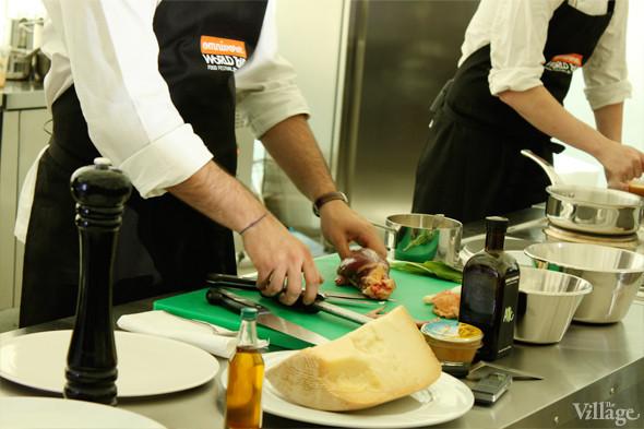 Omnivore Food Festival: Майкл Гринвольд и Симоне Тондо готовят орзотто из ячменя и тартар из голубя. Изображение № 5.