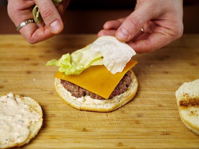 Как приготовить настоящий «Биг Мак» на домашней кухне. Изображение № 34.