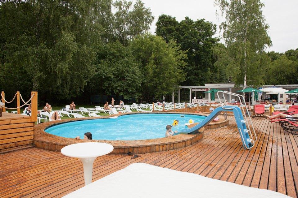 Жизнь — курорт: Пять новых открытых бассейнов вМоскве. Изображение № 25.