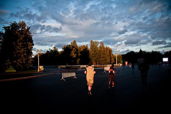 Бег с ними: В Москве прошел марафон Run Moscow. Изображение № 15.