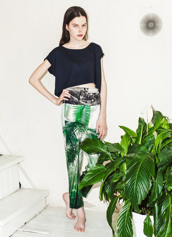 Вещи недели: 10 брюк с яркими принтами. Изображение № 3.
