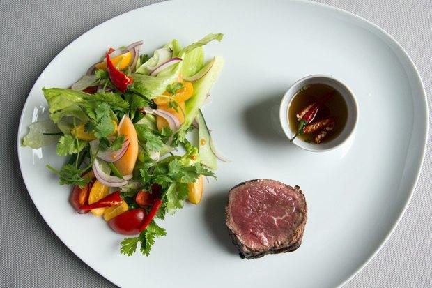 Тайский салат стёплой говядиной шеф-повара Мортена Нельсена. Изображение № 1.