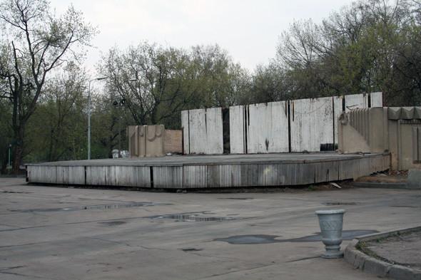 Изображение 8. В Парке им. Горького демонтировали советскую сцену.. Изображение № 8.