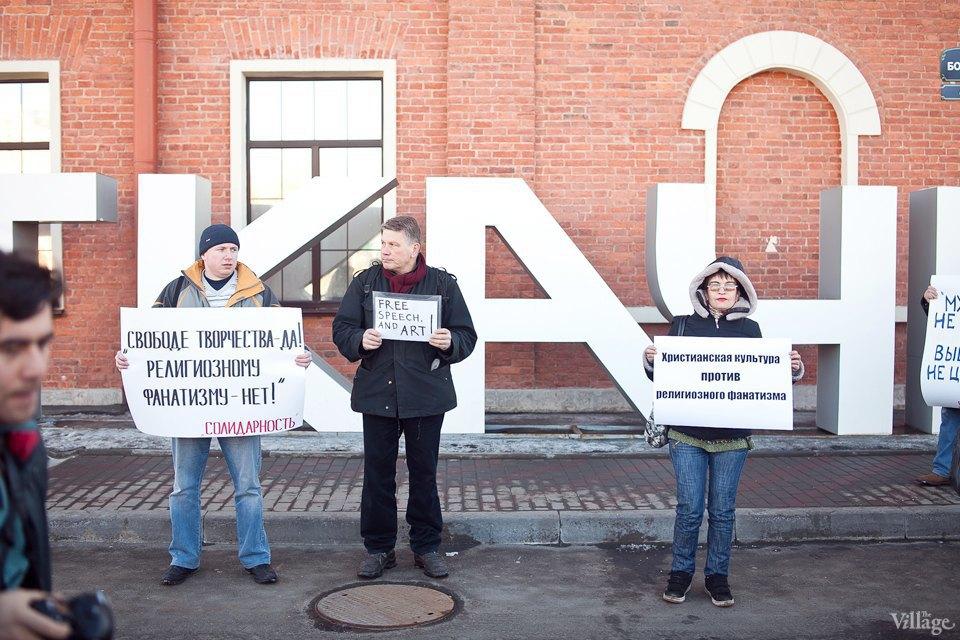 Люди в городе: Первые посетители выставки Icons в Петербурге. Изображение № 1.