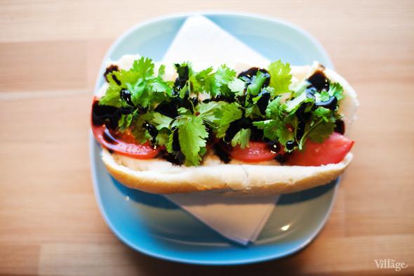 Сэндвич с адыгейским сыром, томатом, кинзой и бальзамическим соусом — 100 рублей. Изображение №26.