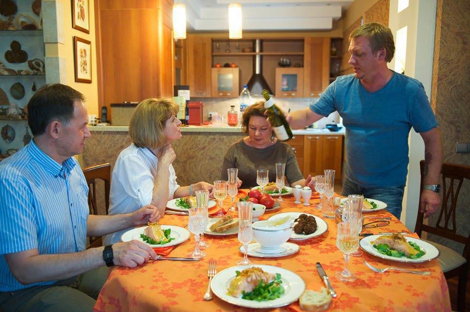 Кто изачем устраивает домашние званые ужины иобеды вМоскве. Изображение № 72.