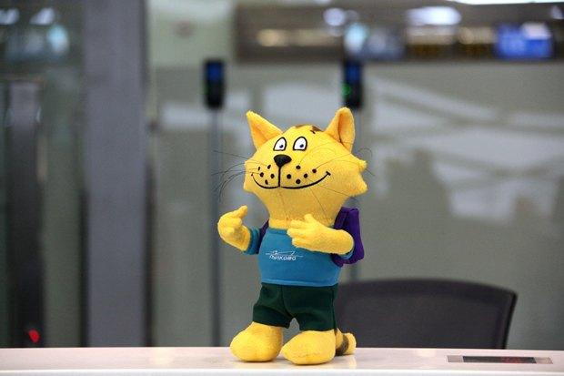 У аэропорта Пулково появился игрушечный кот-талисман. Изображение № 2.