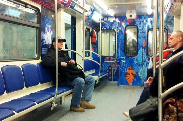 Фоторепортаж: Олимпийский поезд в московском метро. Изображение № 6.