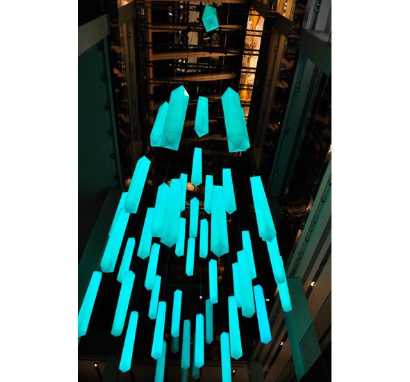 Изображение 4. В столичном универмаге появилась световая инсталляция.. Изображение № 6.