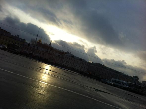 Поразительно, но в последний день мне повезло мельком увидеть крайне редкий феномен... я застал золотые лучи московского солнца!. Изображение № 23.