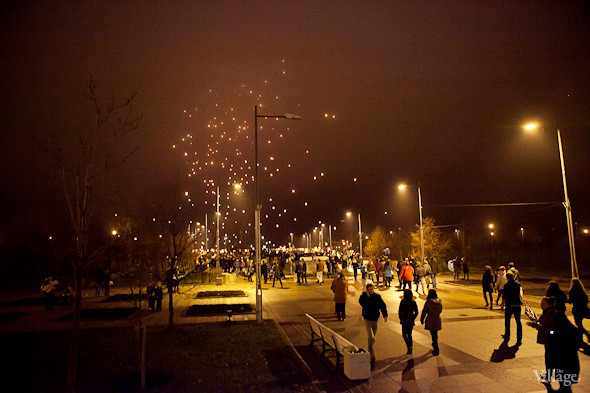 Фоторепортаж: Флешмоб с китайскими фонариками. Изображение № 3.