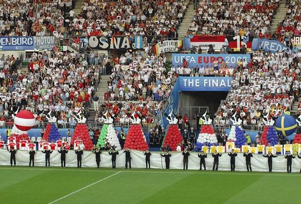 800 волонтеров примут участие в церемонии закрытия чемпионата в Киеве. Изображение № 15.