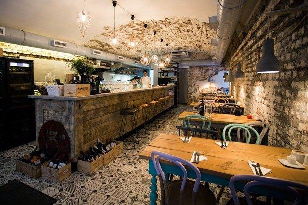 Третье кафе «Крылышко или ножка» Дмитрия Зотова, винный бар «13°» иуличная еда со всего мира в Ten. Изображение № 2.