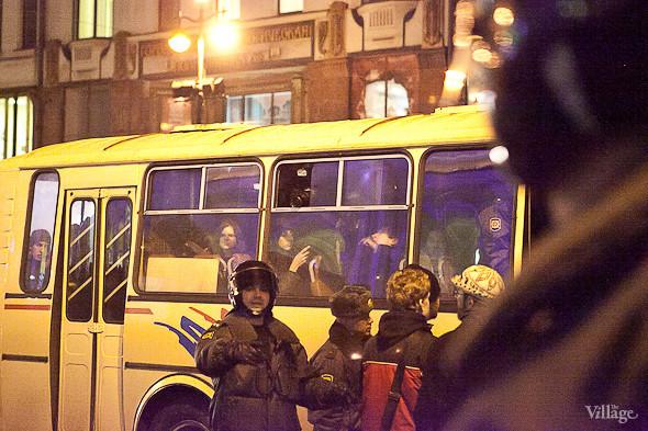 Автобусы забиты битком. . Изображение № 9.
