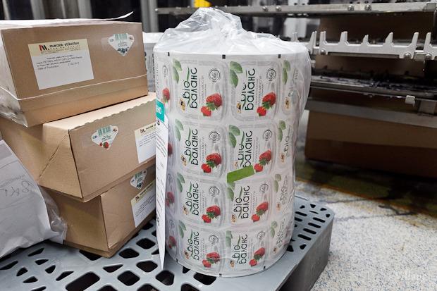 Фоторепортаж: Как делают йогурты на молочном заводе. Изображение № 49.