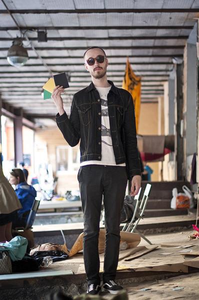 Фоторепортаж: Люди, покупки и опасные отходы на Garage Sale. Изображение № 45.