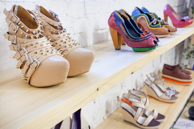 На полках: Магазин обуви ShoeShoe. Зображення № 8.