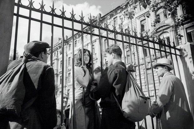 Иностранцы смотрят кино про Великую Отечественную войну. Изображение №1.
