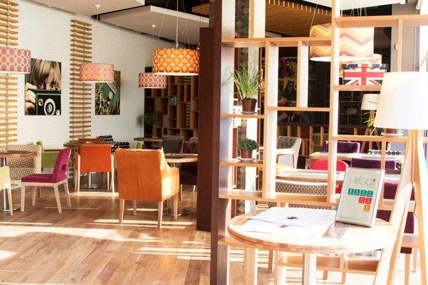 В Выборгском районе открылся ресторан в стиле 60-х. Изображение № 3.