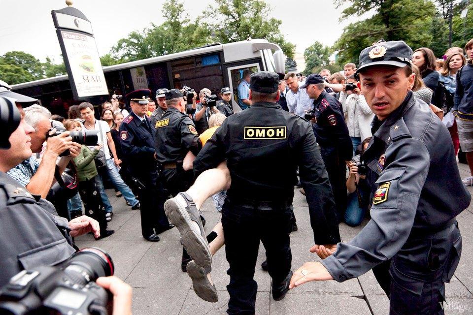 Фоторепортаж: «Народный сход» вподдержку Навального вПетербурге. Изображение № 30.
