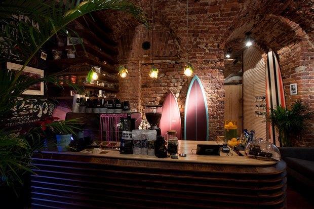 У «Сенной площади» открыли «сёрферскую» кофейню SurfCoffee. Изображение № 6.