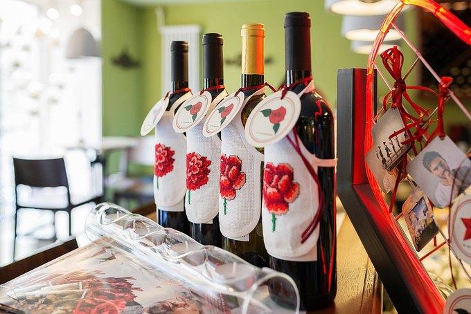 НаФонтанке заработал винный бар «Люблю» . Изображение № 3.