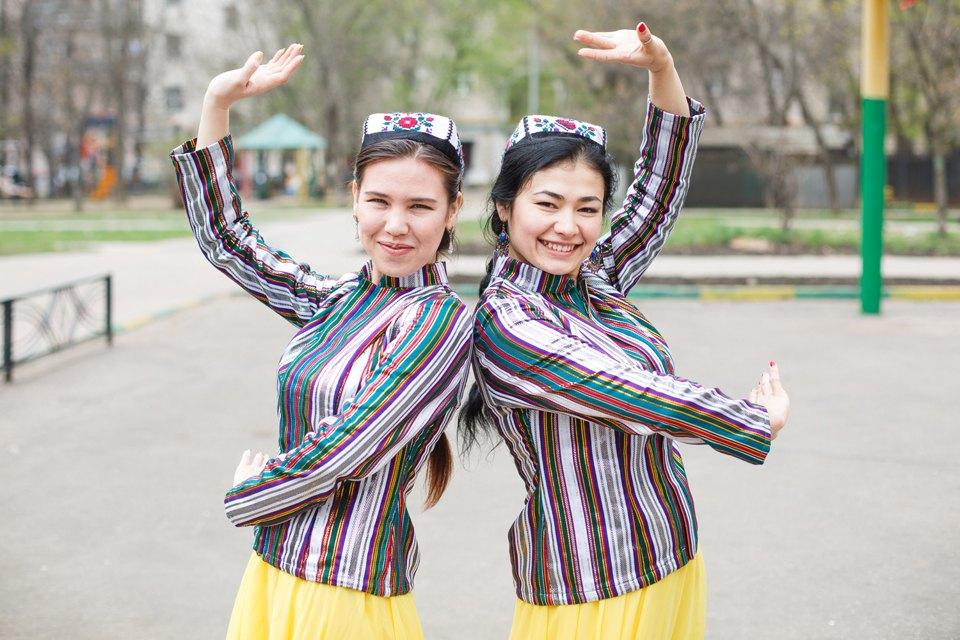 Исследователи мигрантов опамирских свадьбах, узбекских лепёшках икиргизских дискотеках. Изображение №3.