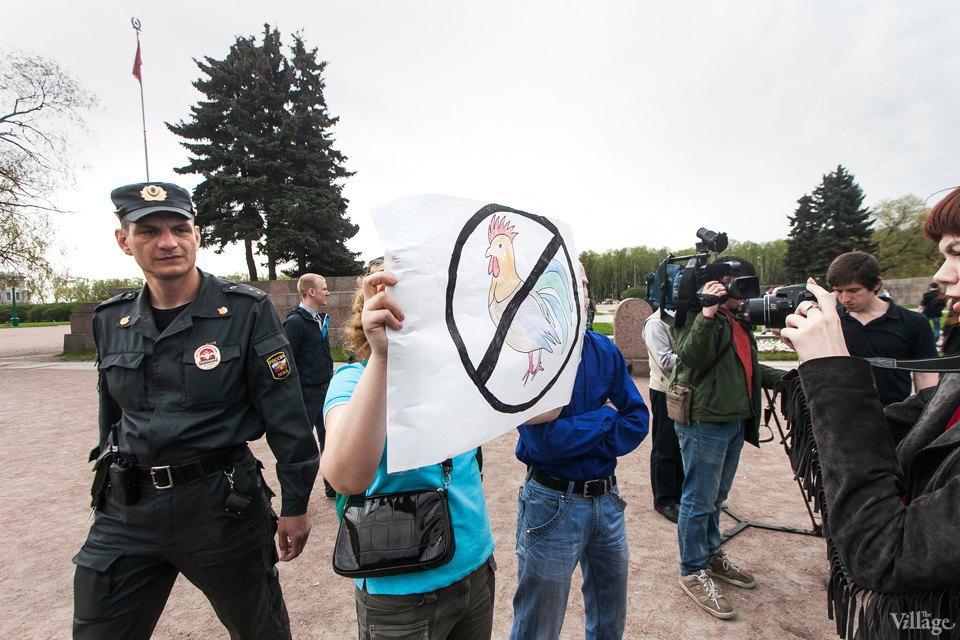 Фоторепортаж: Геи против ультраправых наМарсовом поле. Изображение № 16.