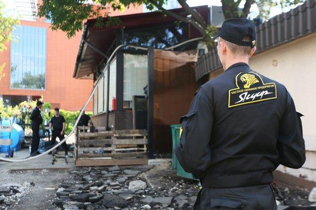 Чёрный «квадрат»: Как кафе и магазины воюют с владельцами зданий . Изображение № 7.