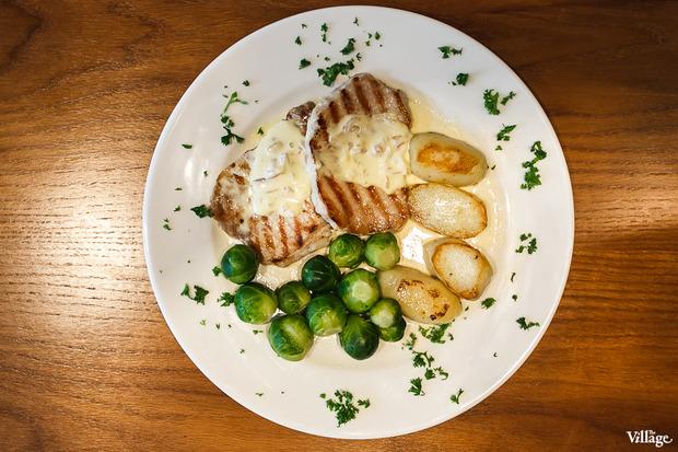 Свинина с печёным картофелем и брюссельской капустой — 370 рублей. Изображение № 24.