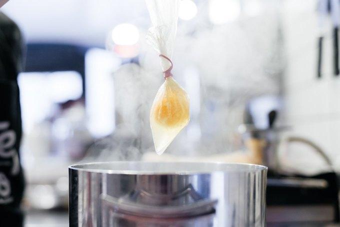 5 способов приготовить яйца пашот. Изображение № 3.