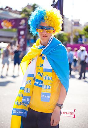 Жёлто-голубые: Самые яркие фанаты сборных Украины и Швеции. Зображення № 2.