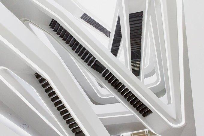 Семья Гуцериевых стала собственником единственного в Москве здания всемирно известного архитектора Захи Хадид