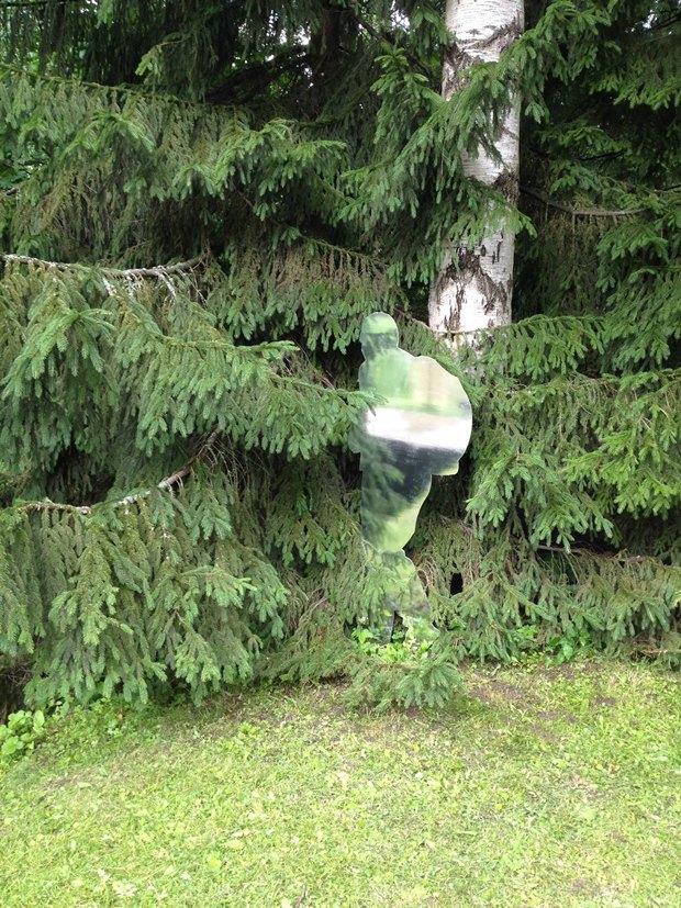 Зеркальные скульптуры «Ночлежки» в нижнем парке Петергофа SBtKcOay42El5FXVRfK4iQ-article