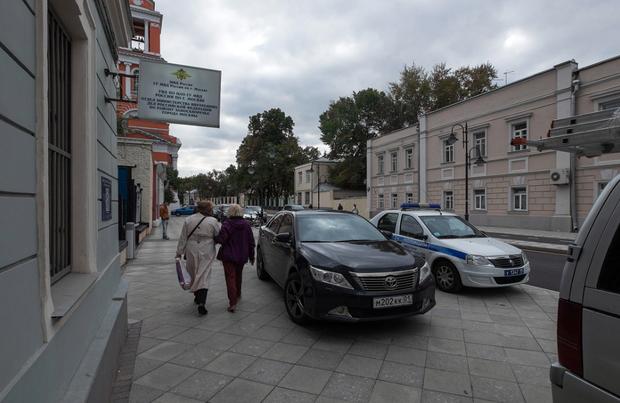 Стихийная парковка на Пятницкой улице. Изображение № 1.