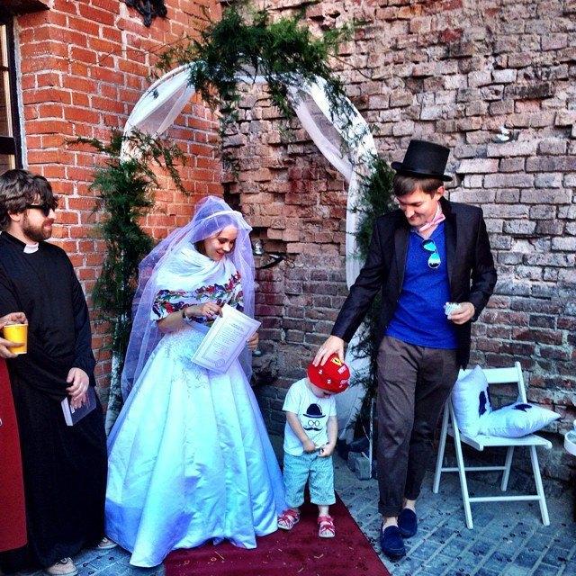 Пары, поженившиеся наStay Hungry Backyard. Изображение № 5.