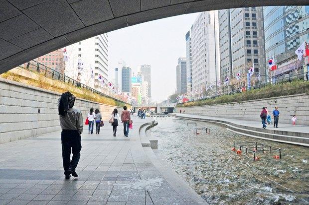 Иностранный опыт: Раскопанная река в Сеуле. Изображение № 15.