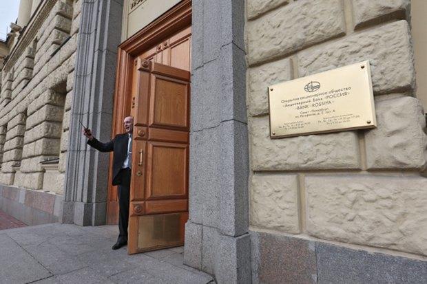 Обмен санкциями между Россией и Западом, отзыв лицензий у банков и капризы московской погоды. Изображение № 4.