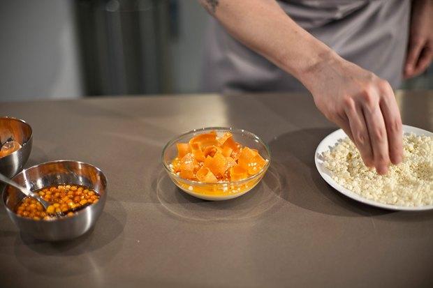 Шеф дома: Ягненок, хумус иоблепиховый десерт шефа «Стрелки». Изображение № 138.
