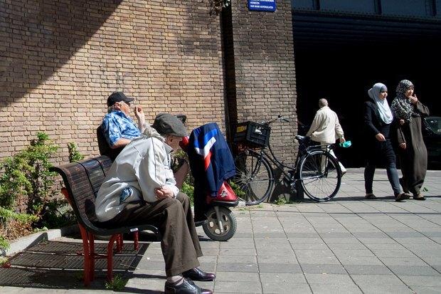 Как у них: Жители Норвегии, ЮАР, Испании — об отношениях с соседями. Изображение № 5.